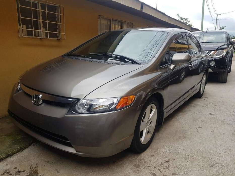 Honda Civic 2008 - 92000 km