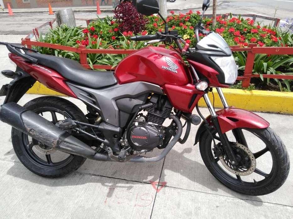 Hermosa Honda Invicta 150 2015