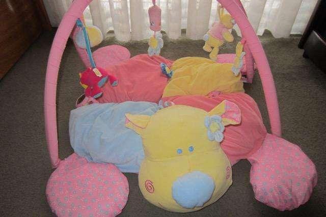 Gimnasio para bebé, marca Jolly Baby!!!, muy poco uso!!!, impecable estado!!!.