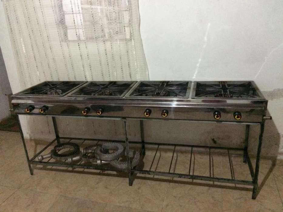Se vende estufa industrial de cuatro boquillas o puestos.