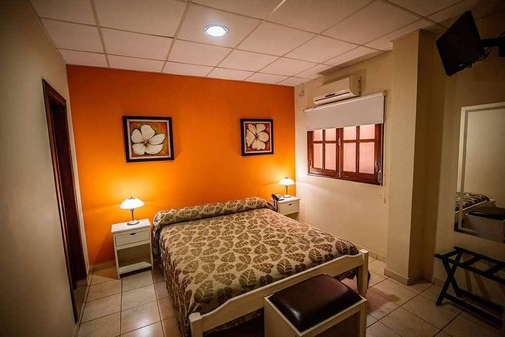 gz93 - Hotel para 2 a 6 personas con cochera en Santiago Del Estero