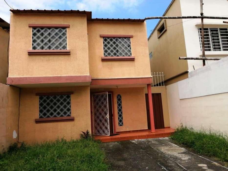 Vendo Linda Casa de dos pisos en Urb. San Felipe