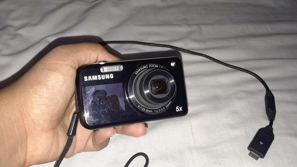 Cmara digital 15 mp Samsung con cmara frontal para selfie