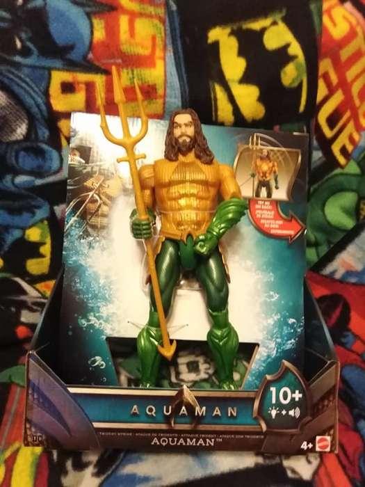 Aquaman con tridente movible
