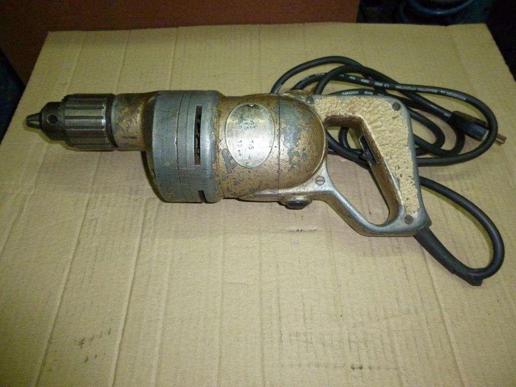 Maquina de agujerear de mano con mandril de 13 MM.