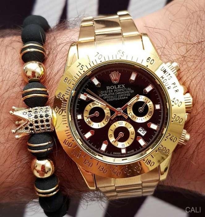 Se vende Rolex daytona con cronografos decorativos y calendario funcional dorado con fondo negro para hombre