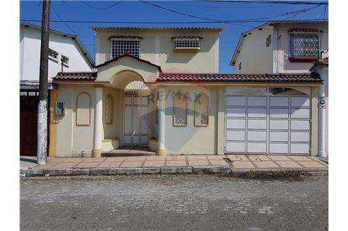 Venta de Casa Samanes 7 - C. Herrera - A. Maidana
