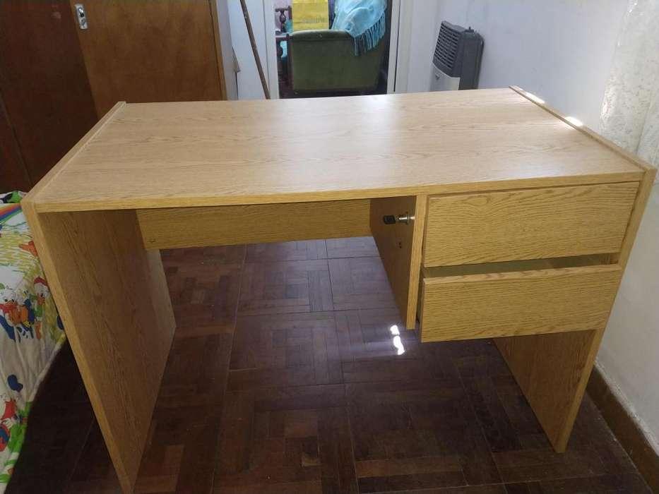 Vendo <strong>escritorio</strong> marca PLATINUM. Medidas 1,05 * 0,60 m