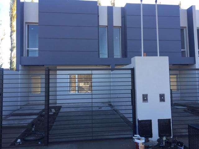 Alquilo duplex 3 dormitorios zona expeaje Neuquen-Centenario