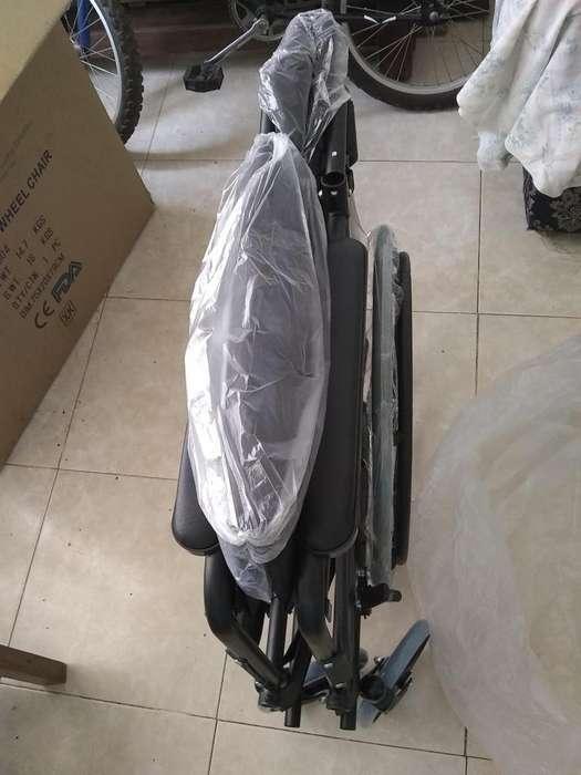 Se vende <strong>silla</strong> de ruedas nueva estandar 350000mil