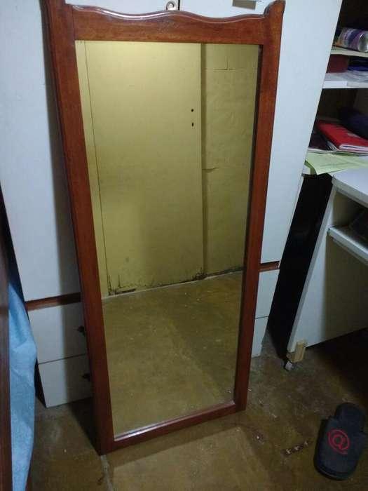 Espejo con Marco de Madera Lustrado