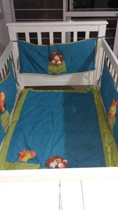 Cama cuna funcional con marinera, chichonera, acolchado y <strong>cortinas</strong>