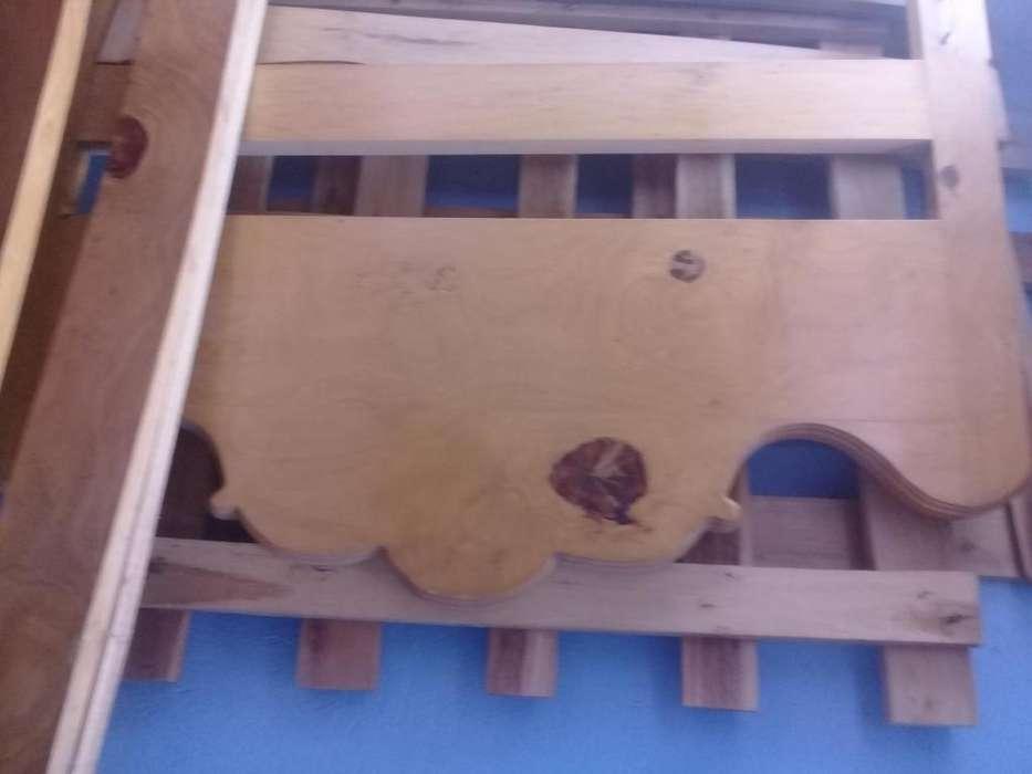 1 cama de madera de 1 plaza y media