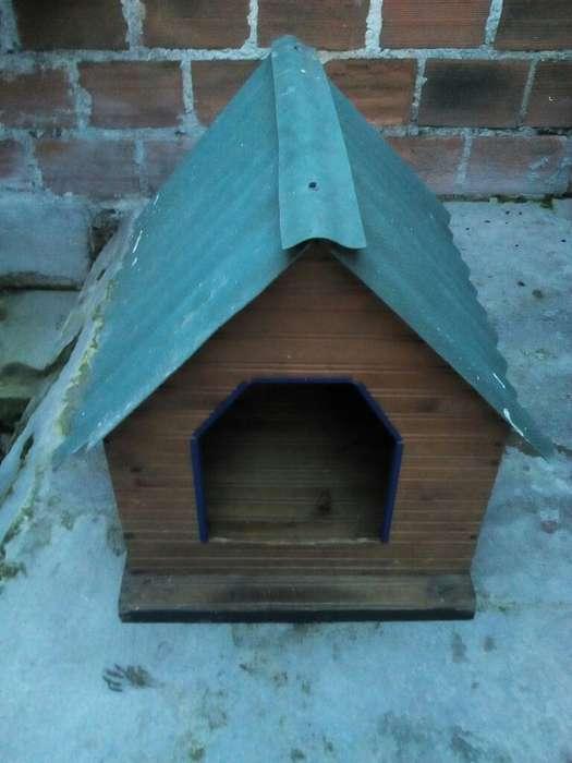 Vendo Casa para Perro de Madera