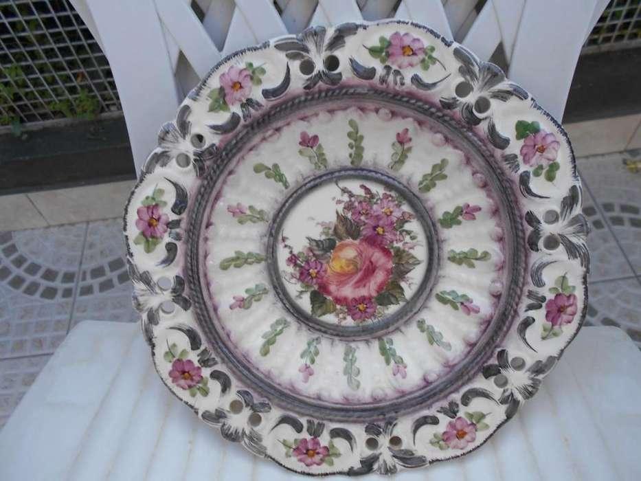 Plato de cerámica pintado a mano para colgar Muy lindo!