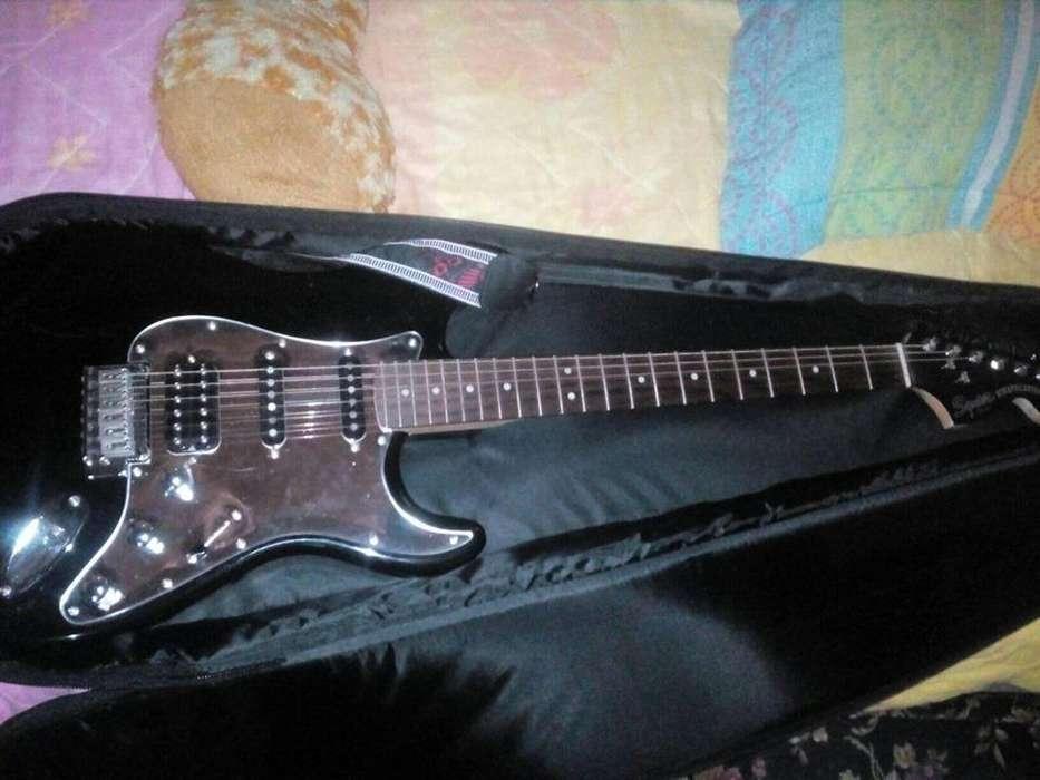 se vende guitarra squiar fender stratocaster NUEVA
