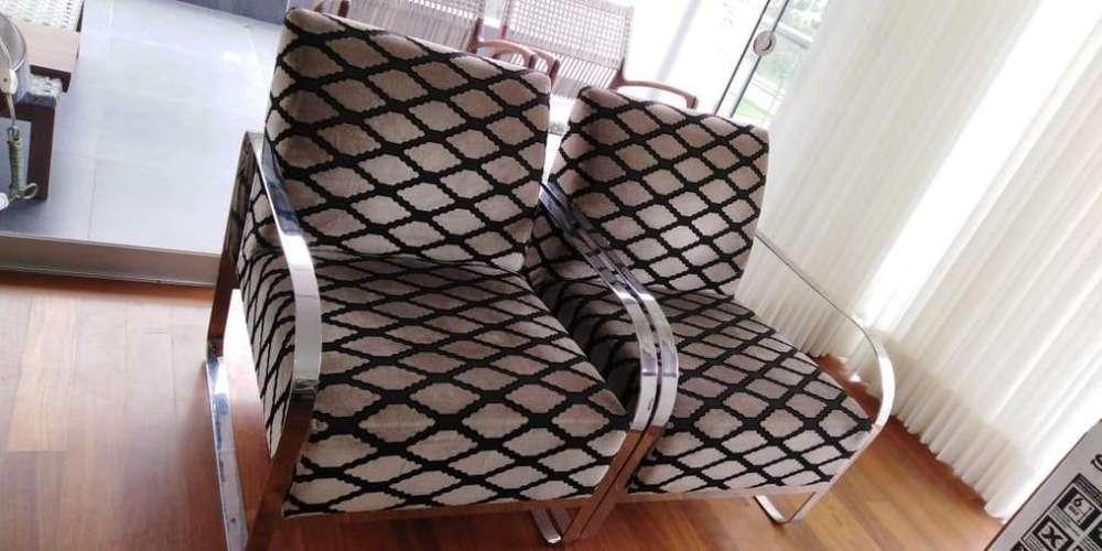 Vendo lindos sillones y mesa de madera con base de acero