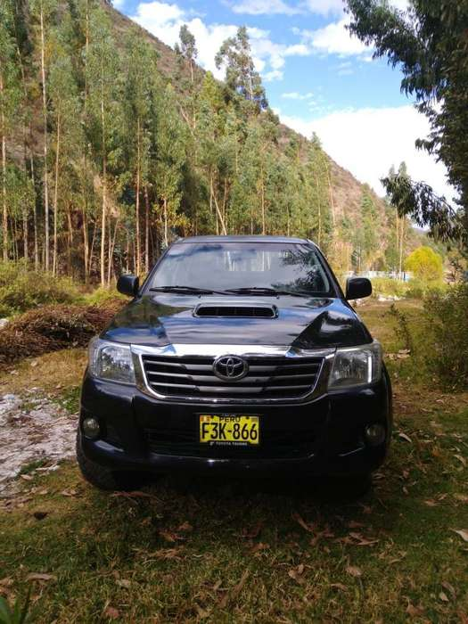 Toyota Hilux 2013 - 75000 km