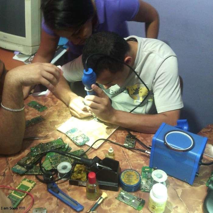 se ofrece profesor de reparacion de celulares