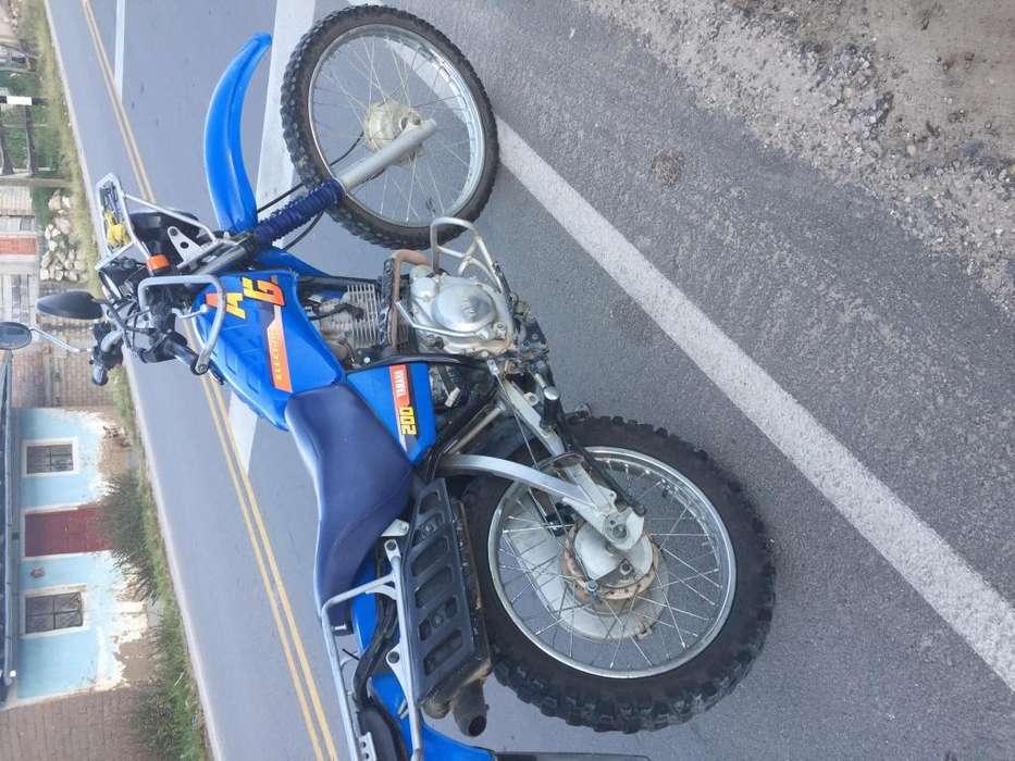 Vendo moto Yamaha AG200F