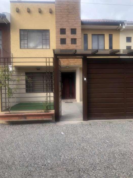 R122 Se arrienda cómoda casa, en el Sector Ricaurte