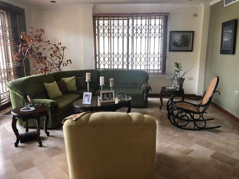 De Oportunidad casa de 2 pisos en Puerto Azul