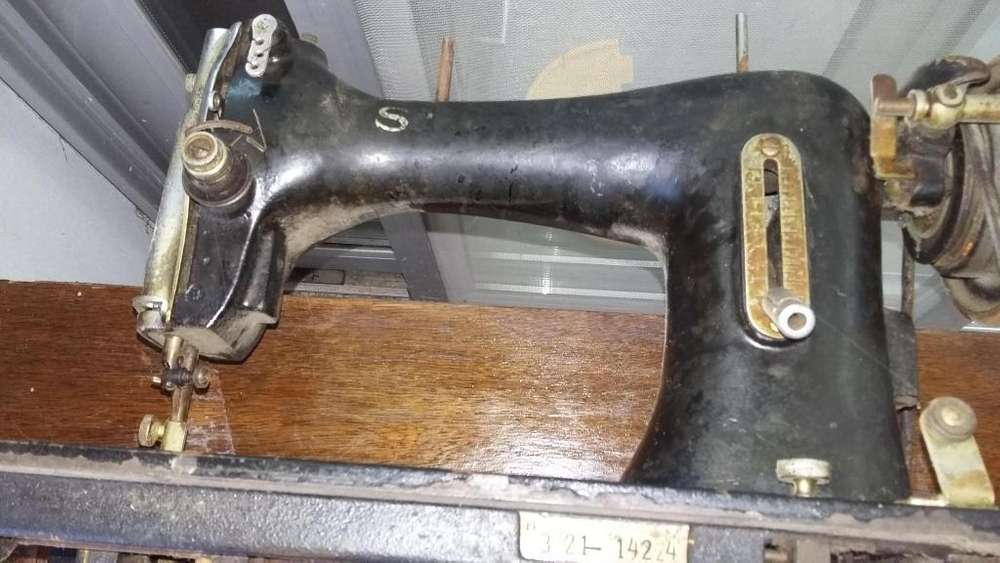 Maquina de Bordar Y Coser a Pedal