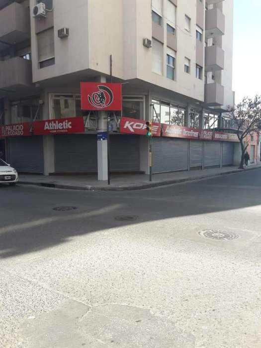 Local en alquiler sobre Paraná 195 esquina Entre Rios.