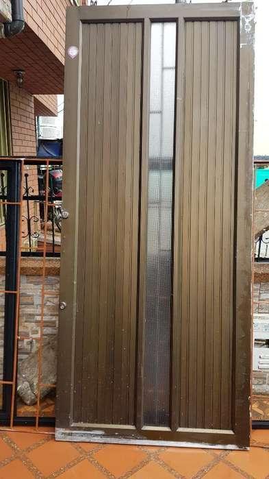 Venta de Puerta en Aluminio 103x236