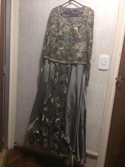 Vestido de fiesta usado, mangas largas encaje con hilos dorados corset y faldon raso doble fas Muy comodo y elegante !!