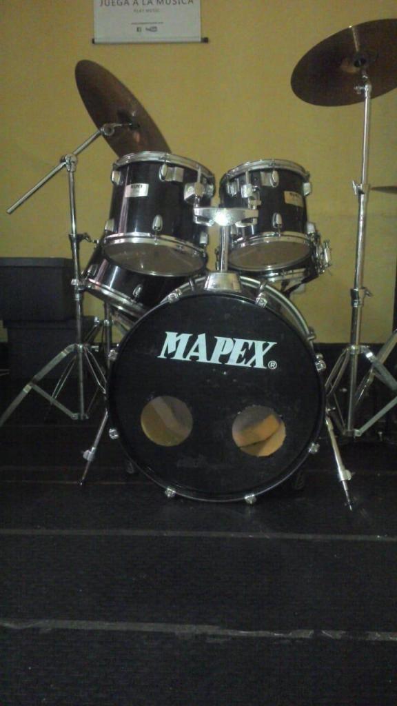 Batería Mapex M de 6 piezas en buen estado