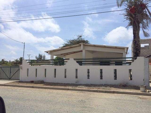 SALINAS vendo propiedad con casa principal y 2 suites adicionales, 8 parqueos