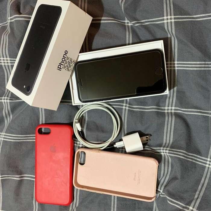 iPhone 7 128gb estado 10 de 10 Ms 2 cases originales de Ishop