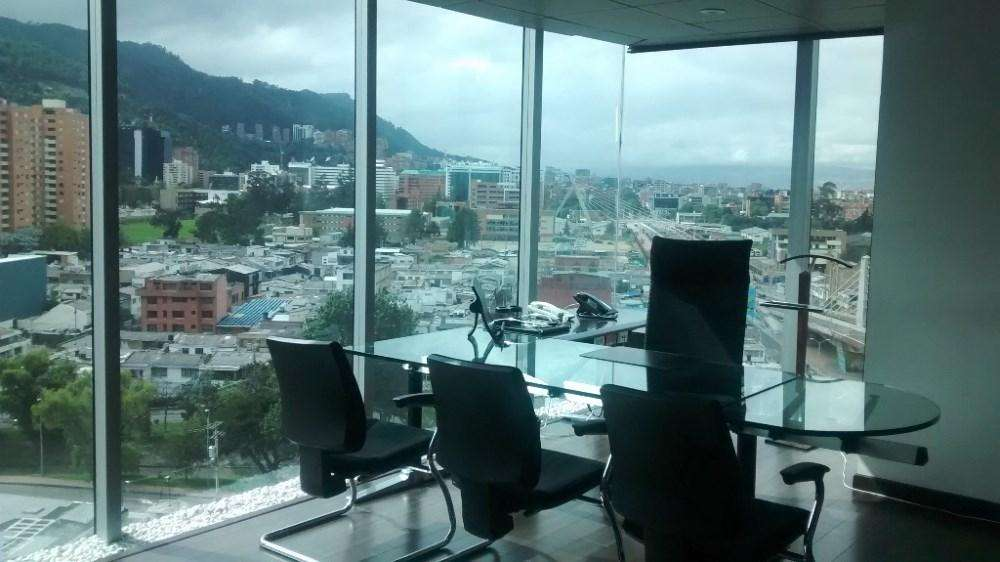 AMOBLADA sala juntas, 6 <strong>oficina</strong>s privadas, 2 baños privados, 16 puestos trabajo 50133