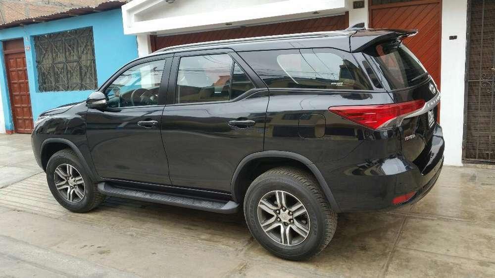 Toyota Fortuner 2016 - 13600 km