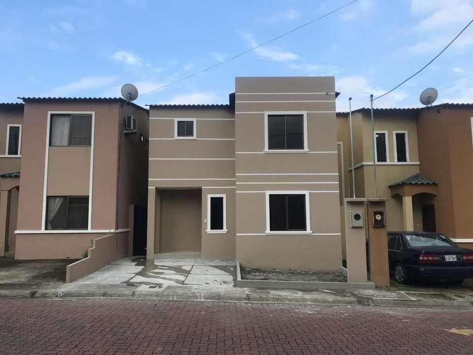 Se vende casa de Estreno en La Joya, 2 plantas, 3 dormitorios. C.C. Dorado, Taurus