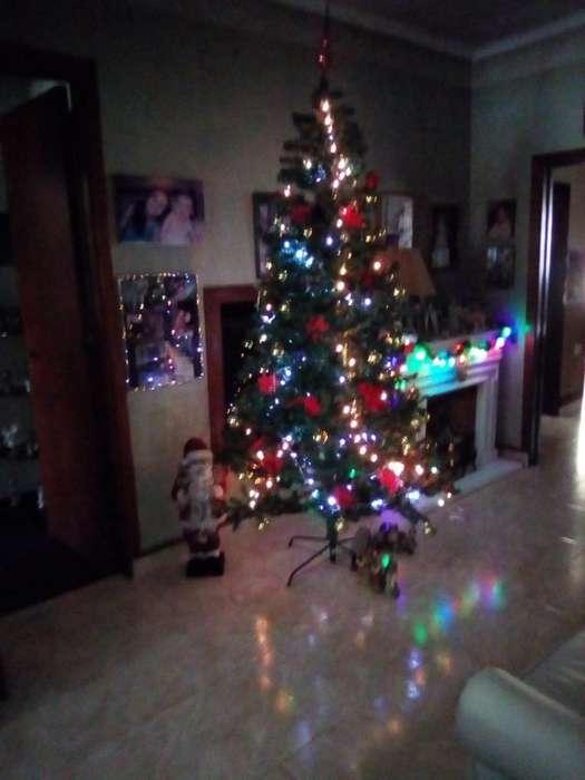 Árbol de Navidad con Luces Y Adornos