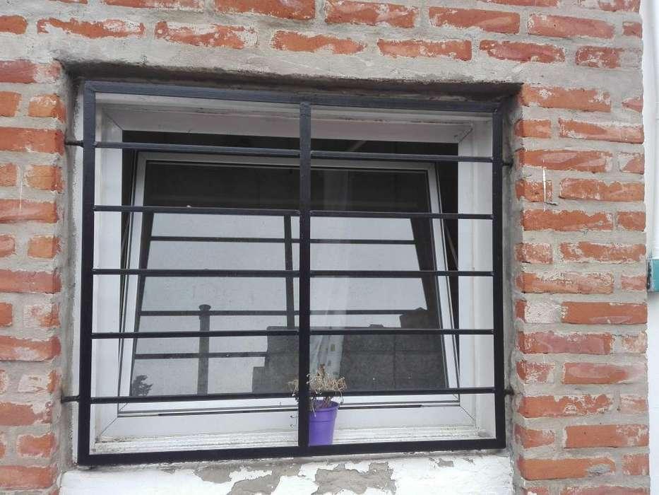 <strong>ventana</strong> aluminio mas reja, tipo ventiluz.