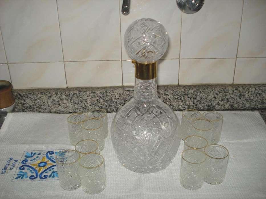 botellon licorero con 12 vasitos checoslovaquia