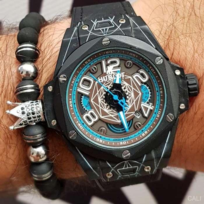 Reloj Hublot negro con color azul para hombre