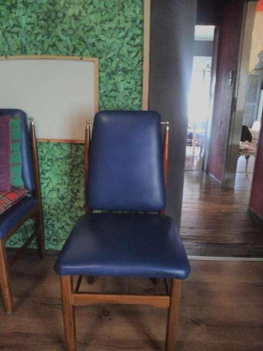 Sillas azules madera y tapizados excelentes