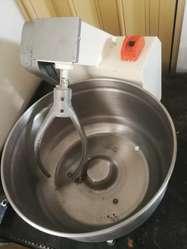 Vendo Urgente Maquina Amasadora de 25 Lt
