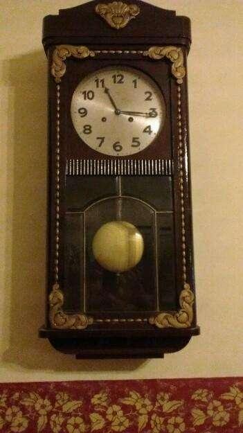 Antiguo reloj de pared a péndulo con soneria