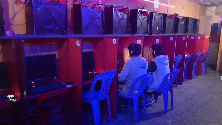 se vende 10 cabinas de internet
