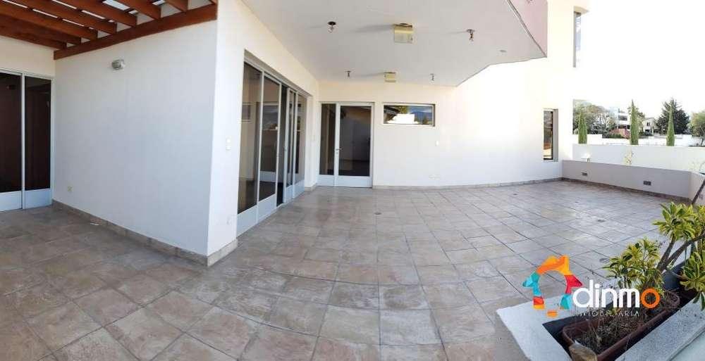 Cumbayá, lujoso departamento tipo casa dentro de Urbanización