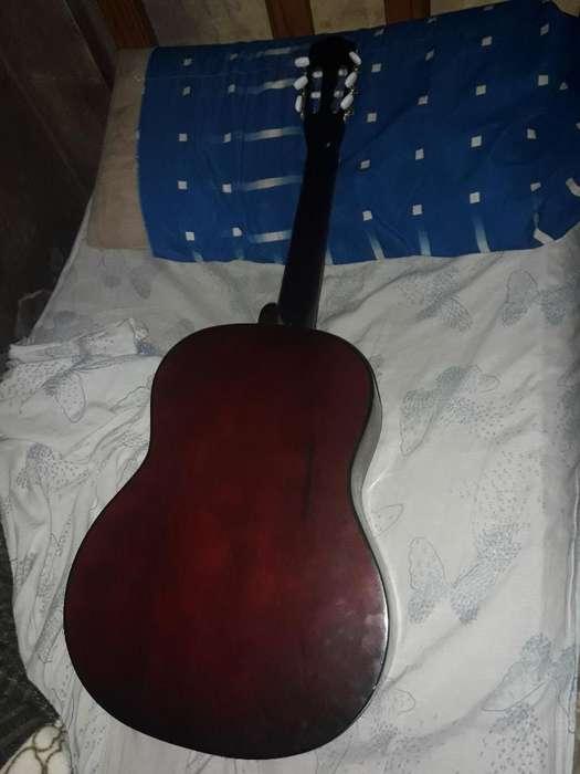 Vendo Guitarra Criolla Acústica