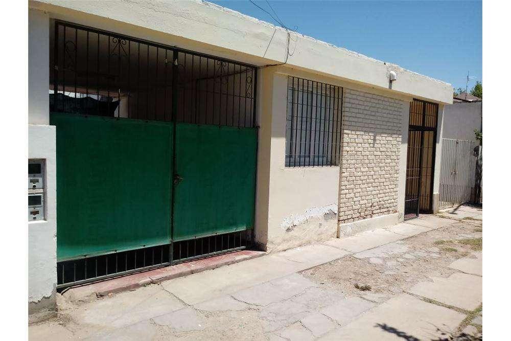 Casa 3 Dormitorios en Capital, Pedro Echague Oeste