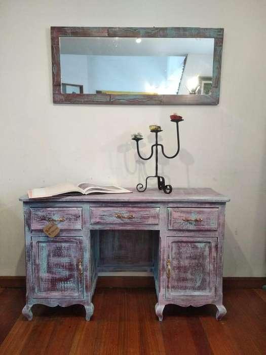 Mueble Recibidor / Bifé con Espejo. Estilo Vintage / Antiguo. Pintado a mano con técnica decapé estilo vintage.