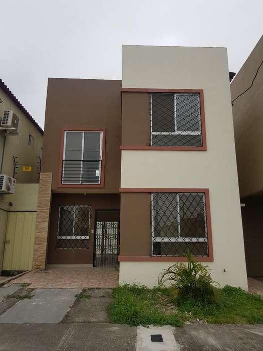 Alquilo Casa 2 Plantas Urb.casa Laguna