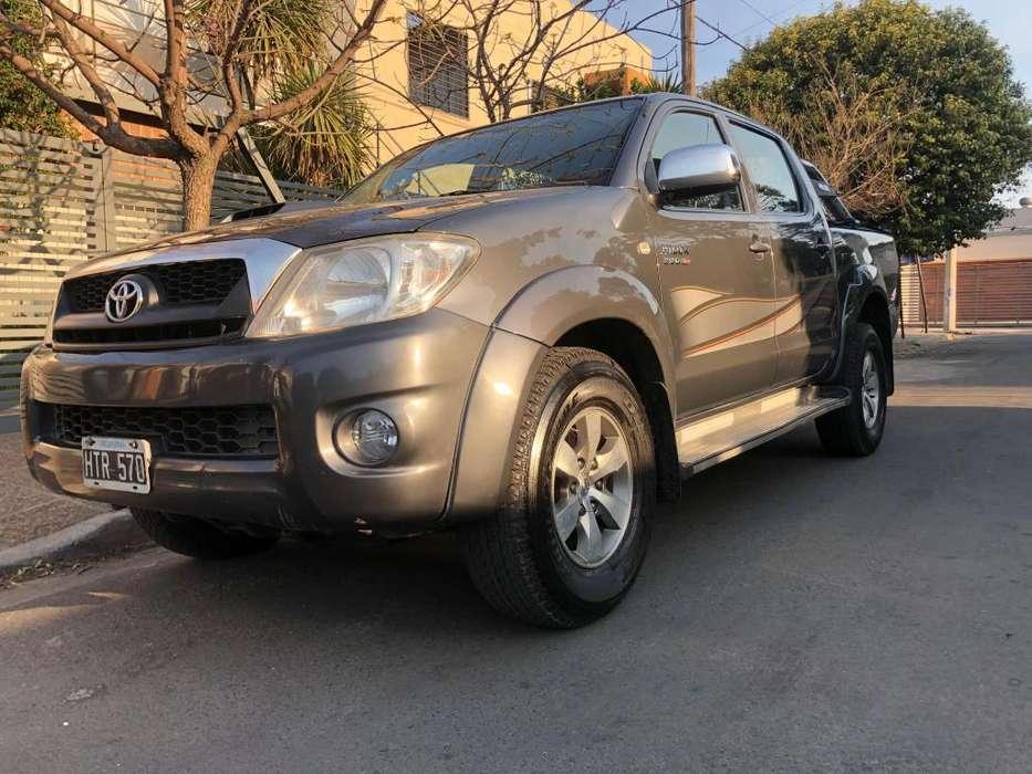 Toyota Hilux 2009 - 200000 km